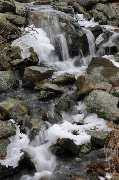A small waterfall cascades into Lake Skemonto.