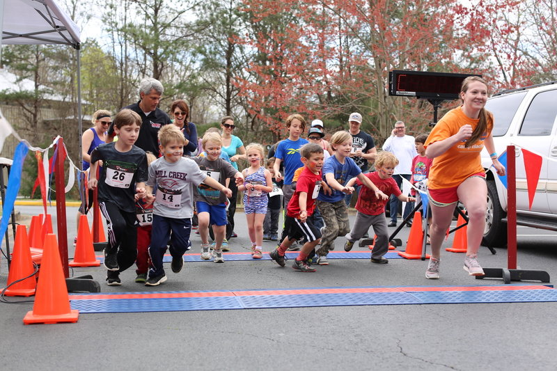 It's all smiles at the start of the 2016 Kid's Fun Run.