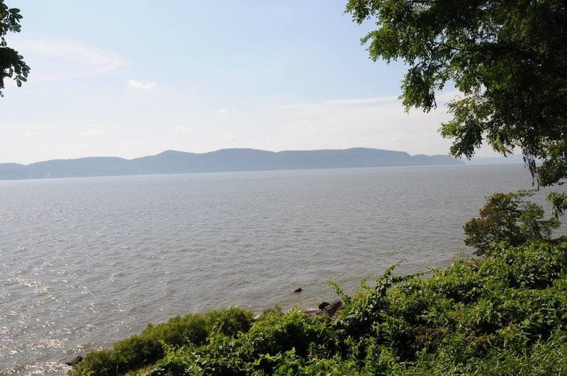 Even when it's a bit hazy on hot humid days, you can still enjoy nice views of the Hudson from the Lower Trail.