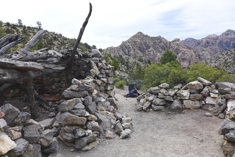 The old settlers cabin at the top of the La Madre Spring Trail.