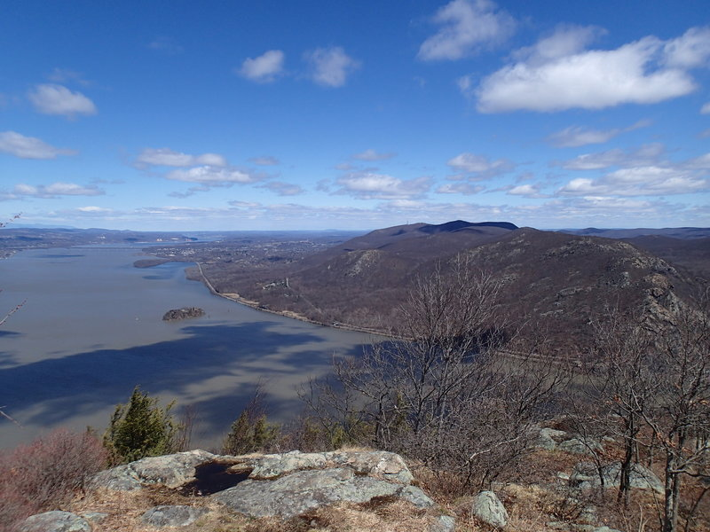 The view near the top of Storm King Mountain.