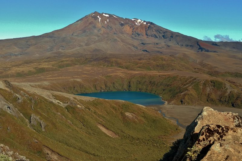 Mt. Ruapehu and Lower Tama Lake are spectacular when seen from the end of Tama Lakes Track.