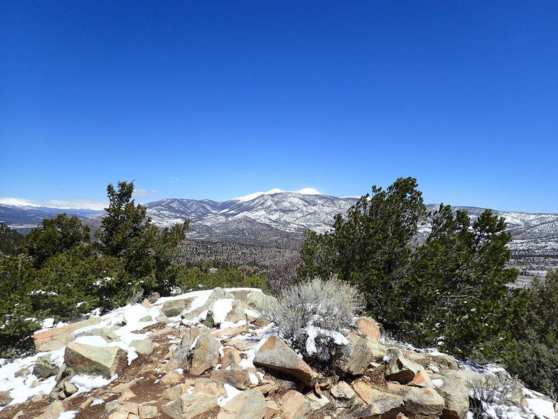 Enjoy fantastic views from the summit of Midland Hill looking north.