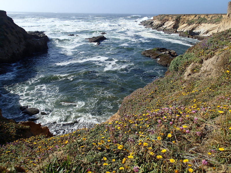 A cove between the two points provides beautiful scenery along the trail.
