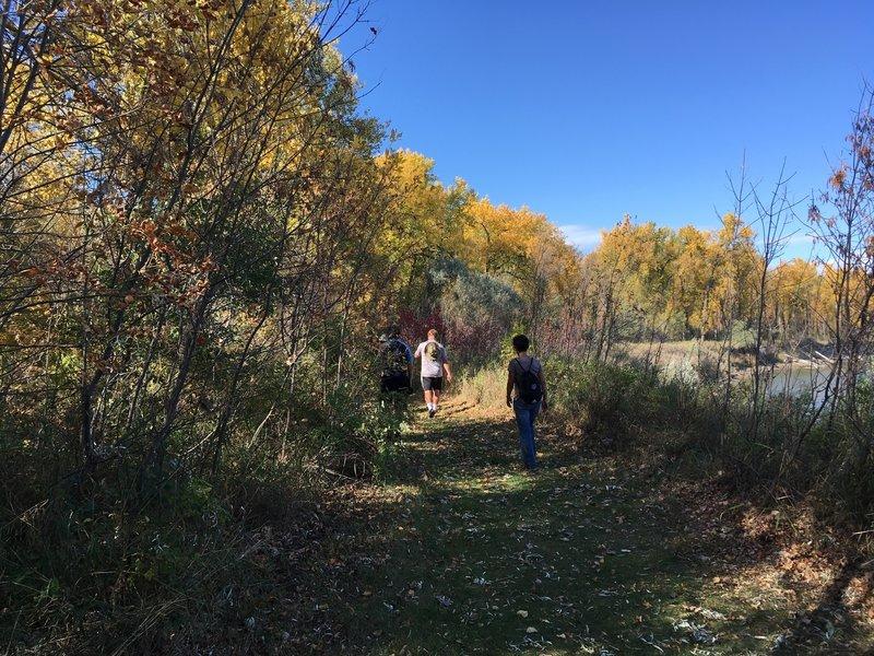The Ma-ak-oti Trail Loop follows along the Missouri River.