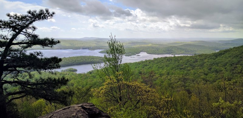 The Wanaque Reservoir can be seen to the west of the ridge.