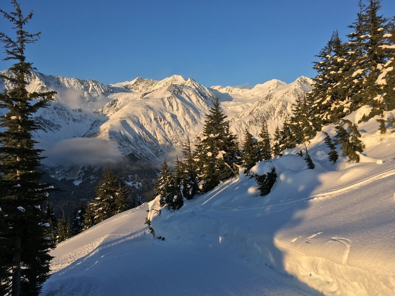 6000' glacier-coated peaks provide Girdwood with its stunning backdrop.