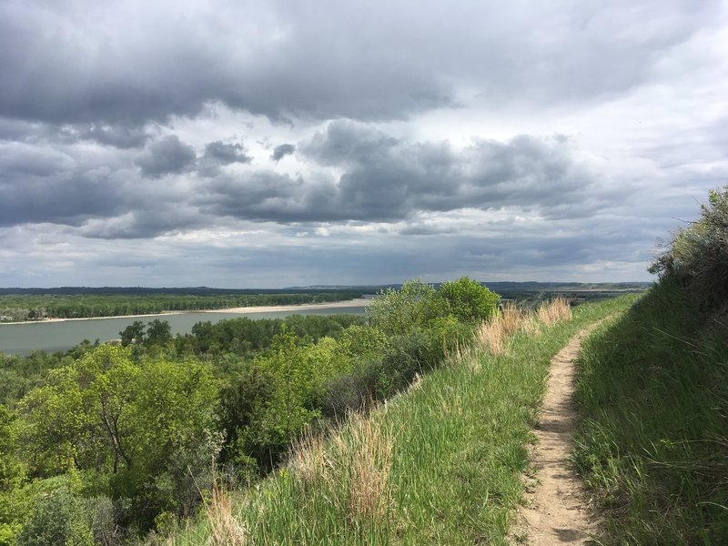 Little Soldier Loop Trail follows right along the Missouri River.