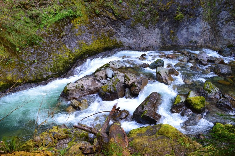 The South Santiam River flows just below House Rock Falls.