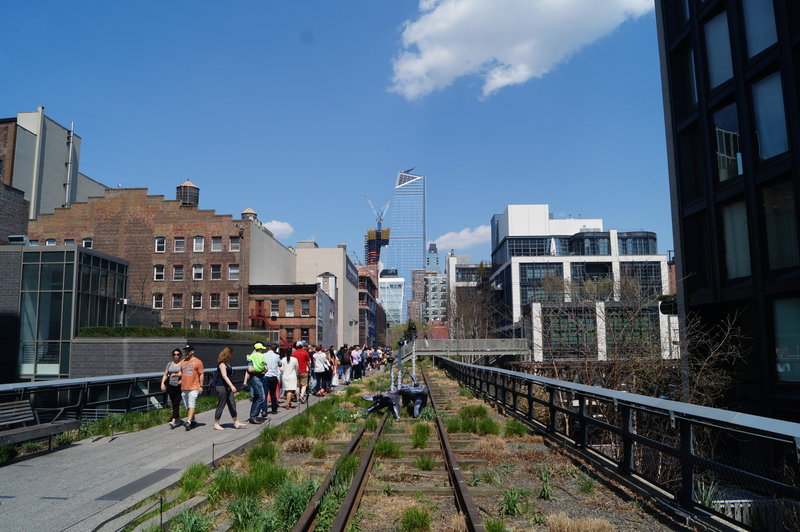 A beautiful day brings joy to those on the High Line.