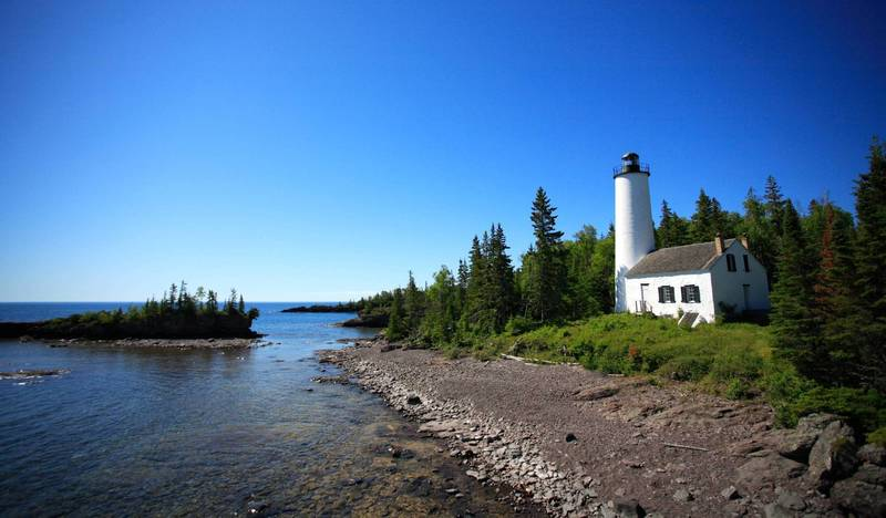Rock Harbor Lighthouse Isle Royale National Park Copyright Ray Dumas (https://goo.gl/tHcW1y) under CC BY-SA (https://creativecommons.org/licenses/by-sa/2.0/legalcode).