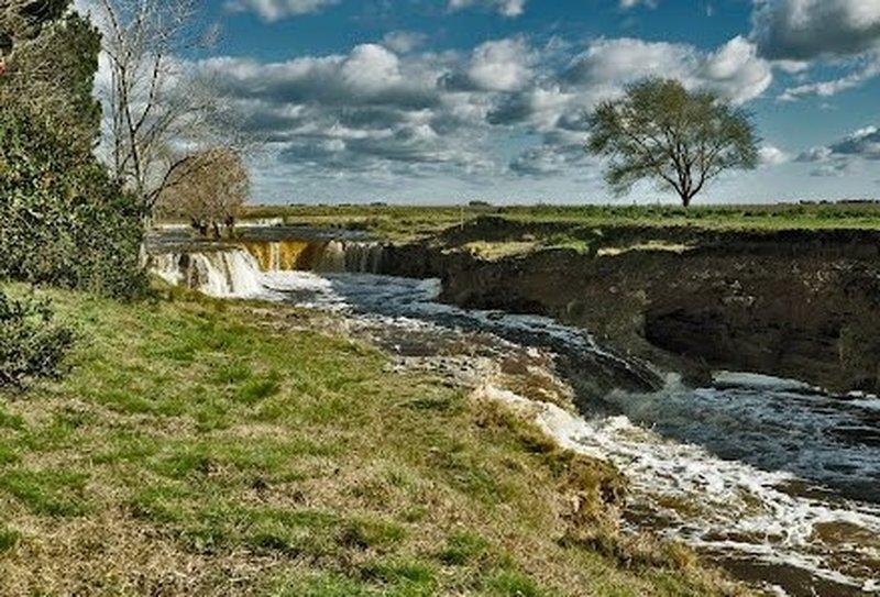 Salto de Piedra waterfalls.
