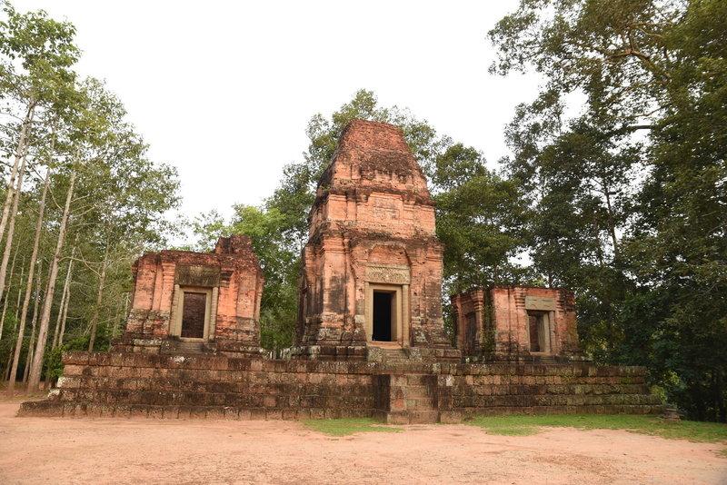 The impressive ruins of Prasat Bei.