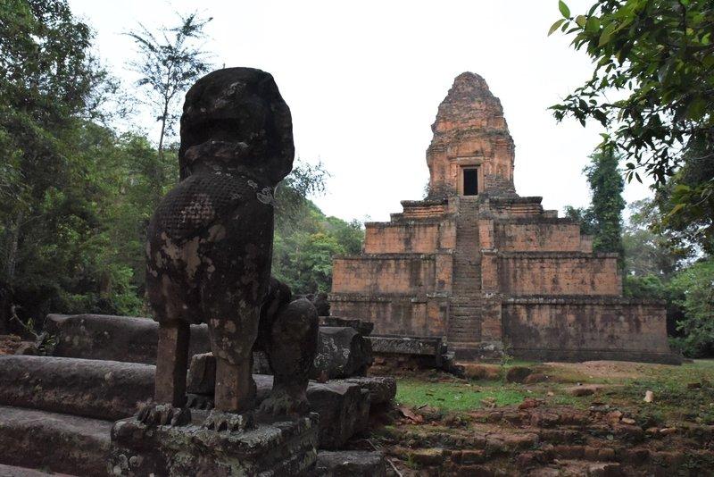 Baksei Chamkrong Temple and statute.