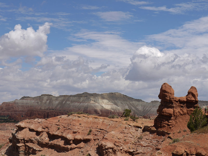 Connected hoodoos on the Shakespeare Arch - Sentinel Trail.