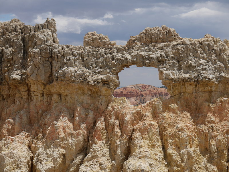 View through a small arch along the Rim Trail at Bryce Canyon NP.
