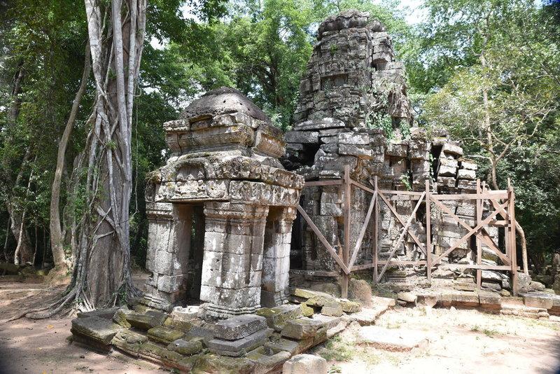 Prasat Chrung, northeast corner.