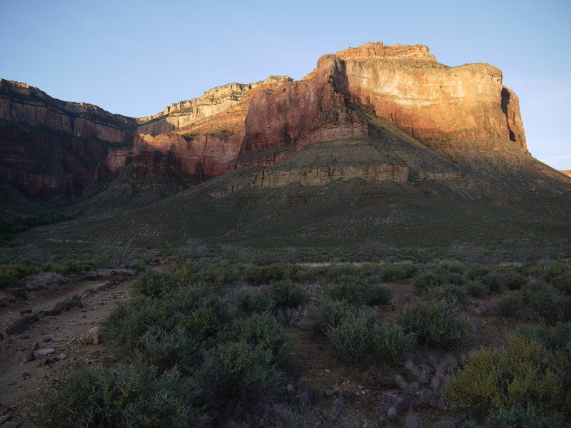 The sun rises over Plateau Point.