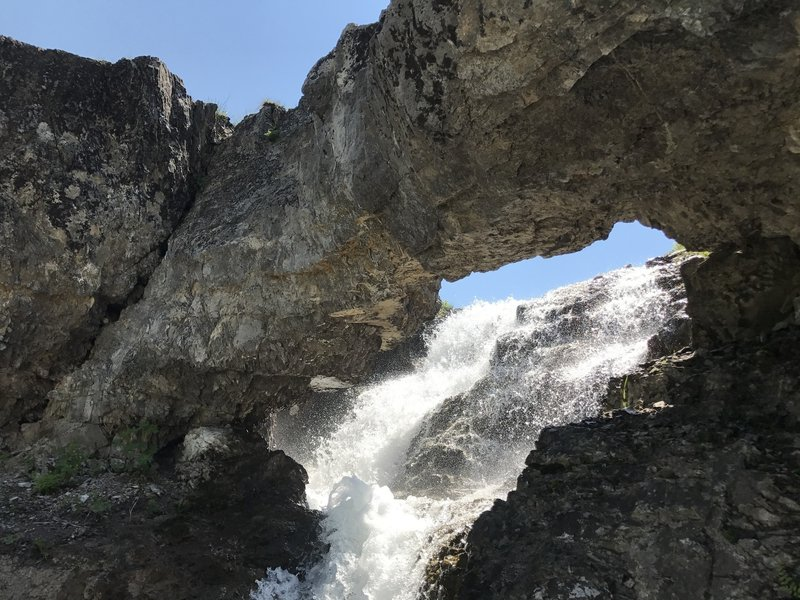 The mini arch and waterfall in early July, locate precisely on the map just off the trail.