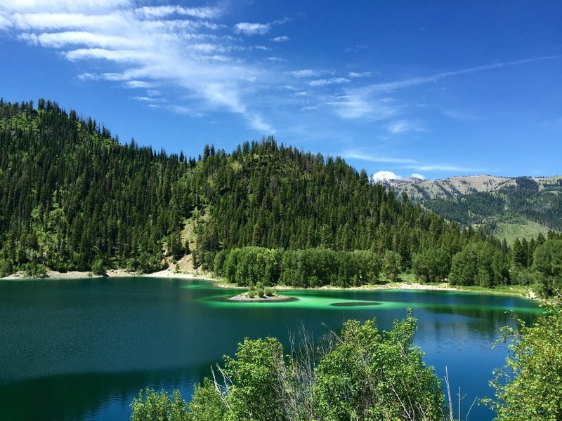 Upper Palisades Lake and its majestic summer beauty.