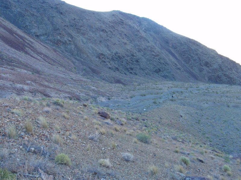 Looking back at the trailhead. Note SUV middle right side.