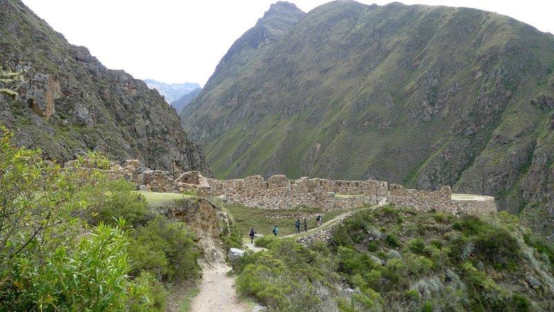 Approaching the Llactapata ruins