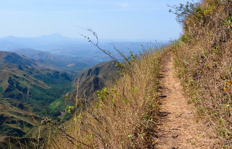 The trail to Belo Horizonte peak.