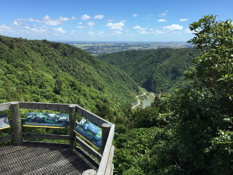 Look out with great view - overlooking the Manuwatu Gorge - towards Ashurst ( worth the small detour )