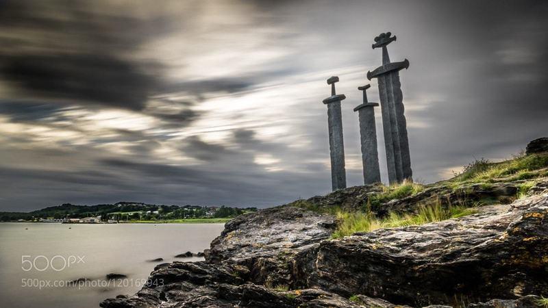 Sverd i fjell (3 Swords in Rock).