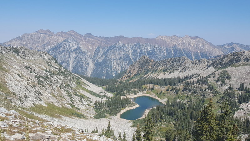 View of Red Pine Lake from the ridgeline leading to Pfeifferhorn summit.