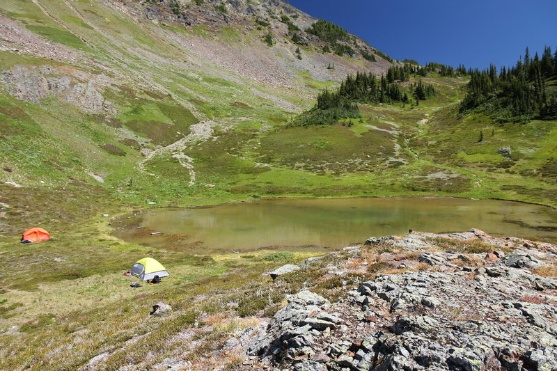 Alpine tarn on Mount Outram trail