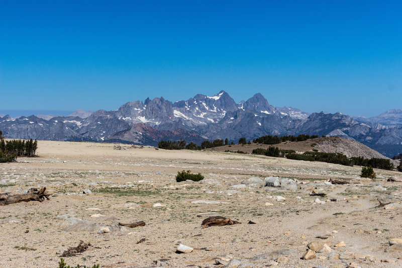 View across the desolate plateau of Mammoth Crest