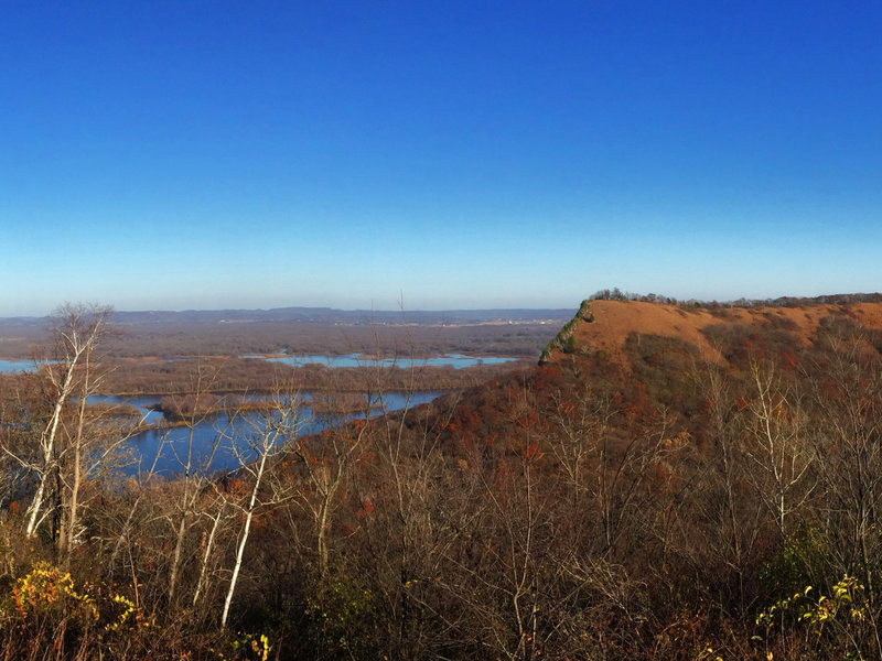 The view from Kings Bluff—in the distance on the right you can see Queens Bluff and on the left the Mississippi River.