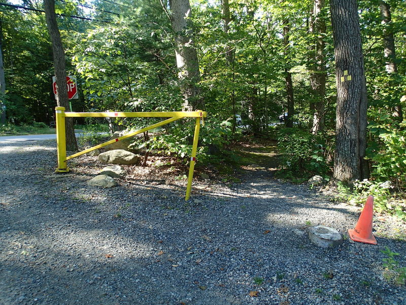Start of yellow trail from parking lot.
