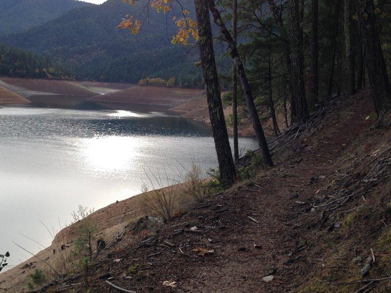 Da-Ku-Be-Te-De and Applegate Lake in the fall.