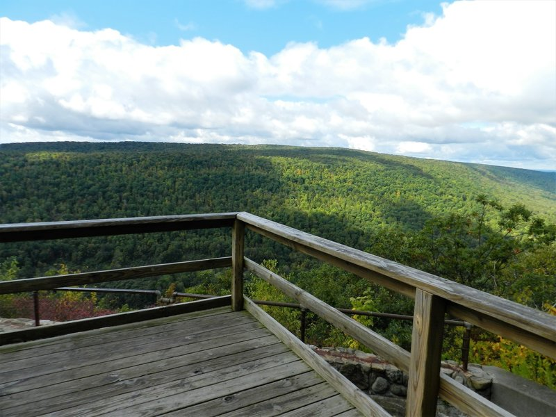 Jump off platform on the Finger Lakes Trail in Ontario County Park.