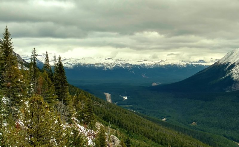 Looking east across the Bow River Valley to the mountains of Alberta, from the lookout at the top of Paget Lookout Trail