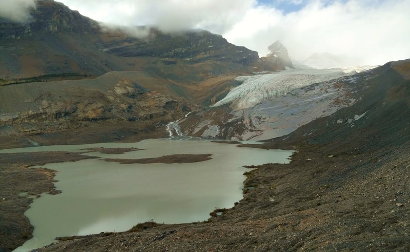 Hargreaves Glacier and Hargreaves Lake can be seen from the Hargreaves Lake and Glacier Viewpoint