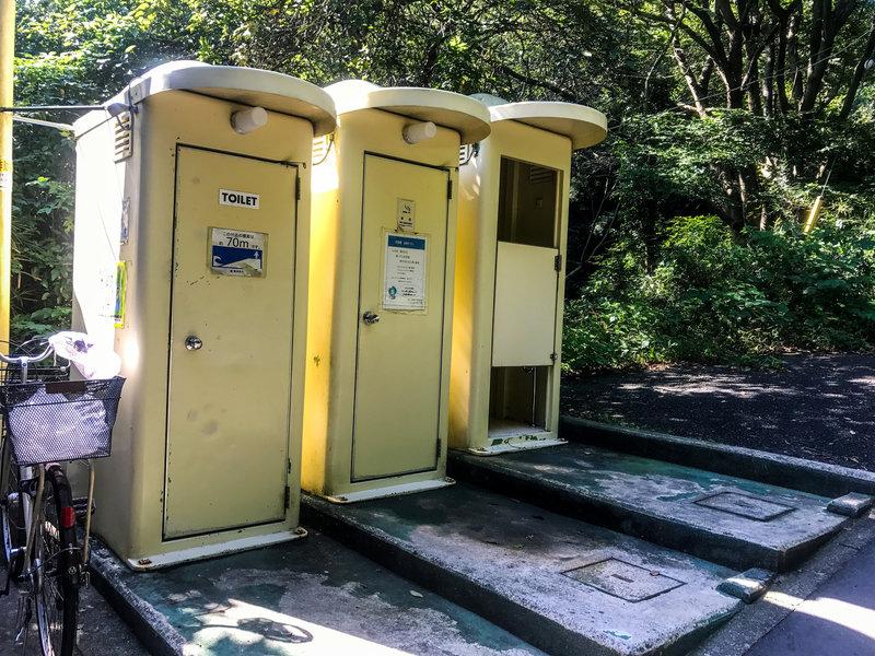 The restrooms near the Yoko-Yoko trailhead.