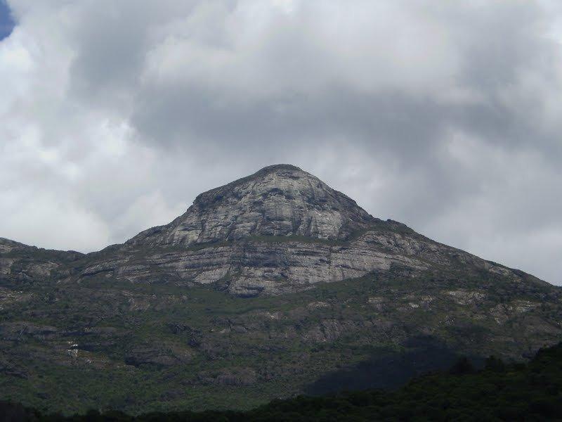 The Agulhinha Peak.