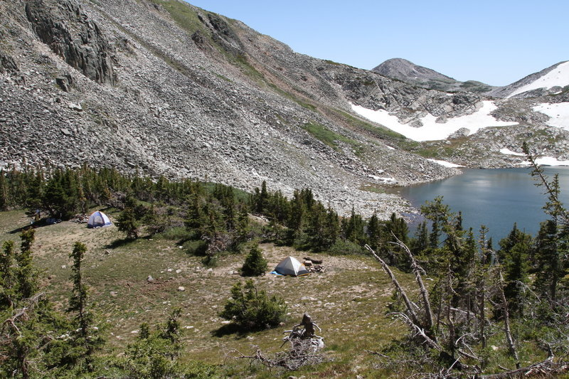 Campsites above the westernmost shore of the Shelf Lakes.