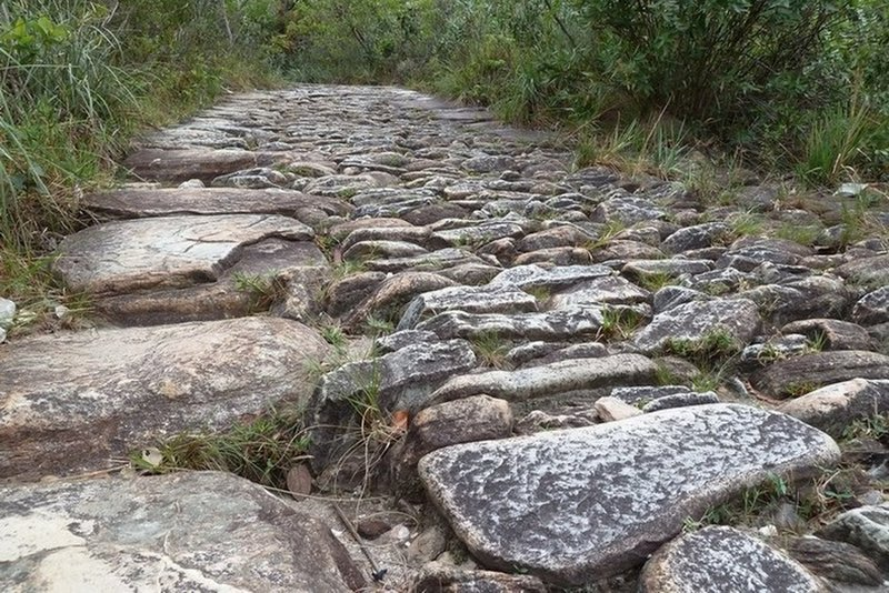 The cobblestone surface of the slaves track.