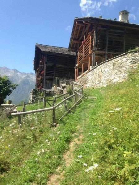 CA VESCOVO village
