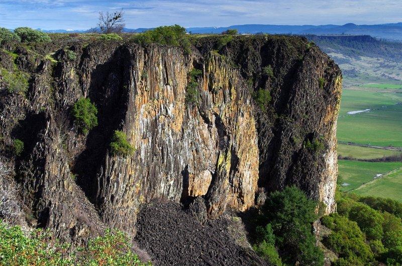 Basalt cliffs at Lower Table Rock