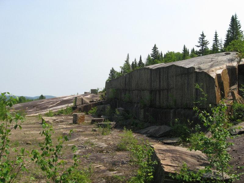 Bald Mountain Granite Quarry (Carrière de Granit du Mont Chauve de la pourvoirie Trudeau)