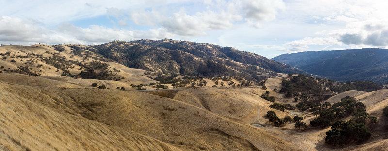 View across Del Valle Regional Park from East Ridge Trail