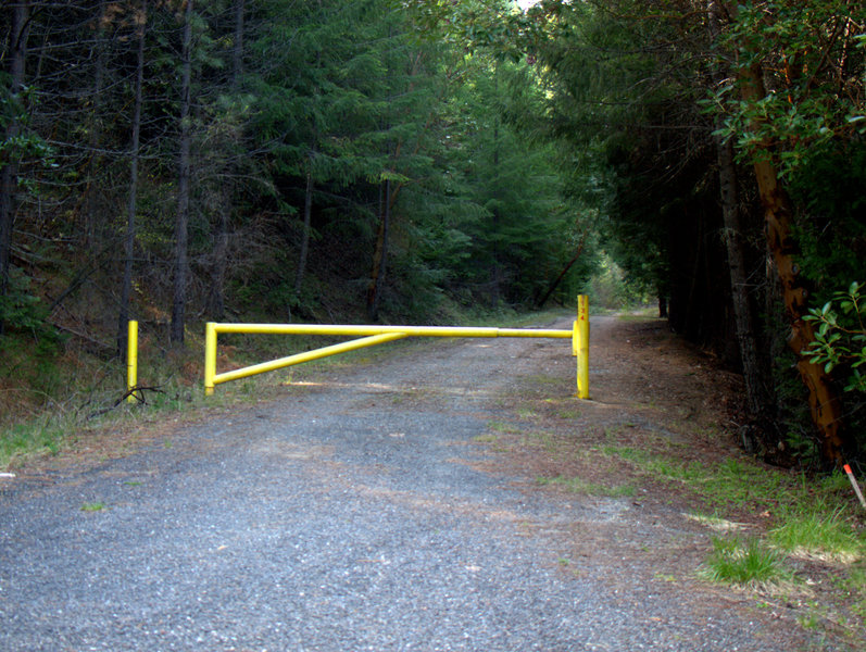 The yellow gate beyond which is the road you can use to shorten the trail.