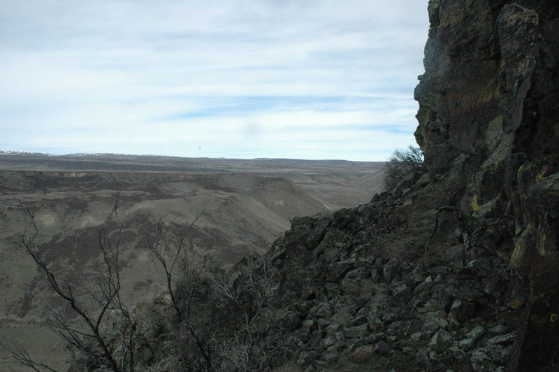North edge of Kings Crown scrambling route with devils playground in background
