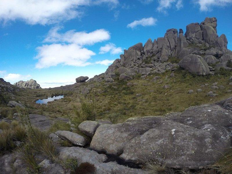 Prateleiras Peak and apple rock