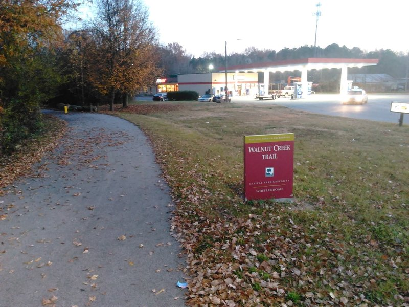 Trailhead on Lake Wheeler Road